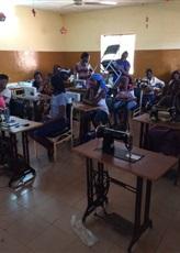 Ecole de couture équipée par ASF et qui marche très bien.